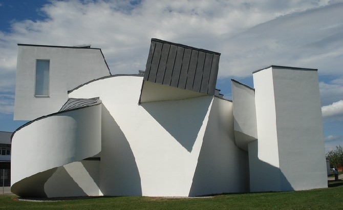Places to go if you 39 re in basel city for Vitra museum basel