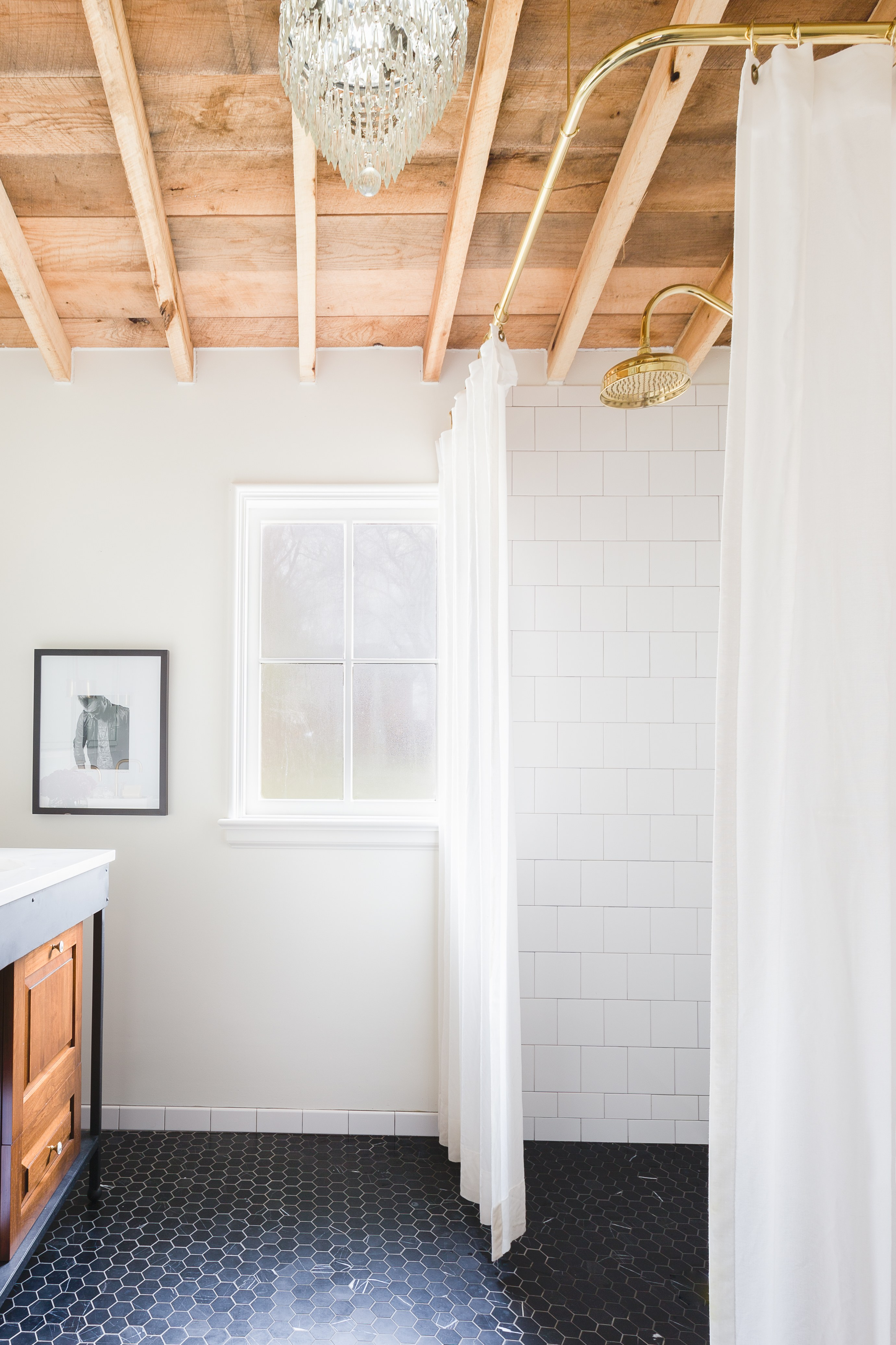 How to turn an old fashioned bathroom into modern