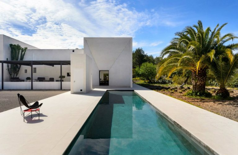 modern-villa-cheikh-djavadi-ibiza-01-818x533