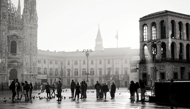 伊莎朗尼米兰2019年获得了一个令人垂涎的世纪中期设计的味道!