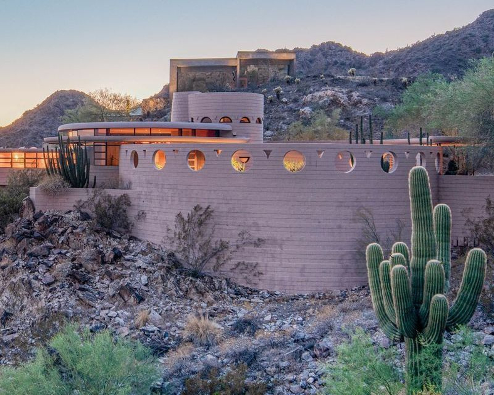 Frank Lloyd Wright's Circular Sun House in Phoenix Is Up For Sale! (6)