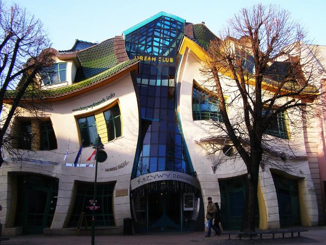 Crooked-House-Poland