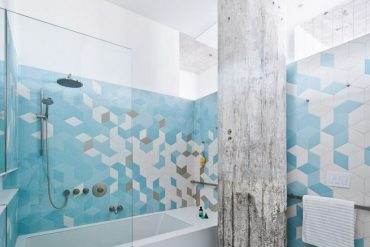 8 Surprisingly Colorful Bathrooms