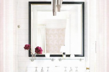 INSPIRING BATHROOM DESIGNS: HOW TO USE PENDANT LIGHTS