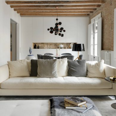 MODERN APARTMENT WITH ASTONISHING LIGHTING DESIGNS IN BARCELONA