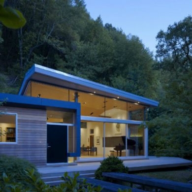 California Modern House Nestle Between a Stream and a Hillside