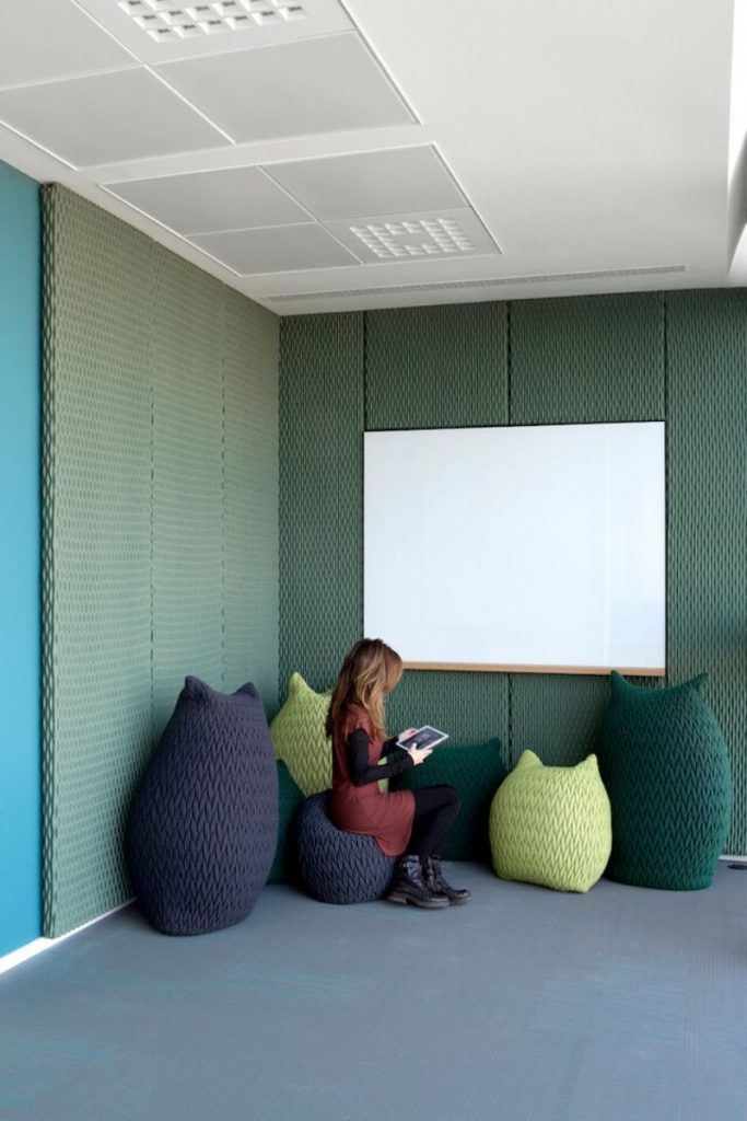 Aleksandra Gaca introduces us to the 3D woven textile panels, Ondo, with her project of Milan office.