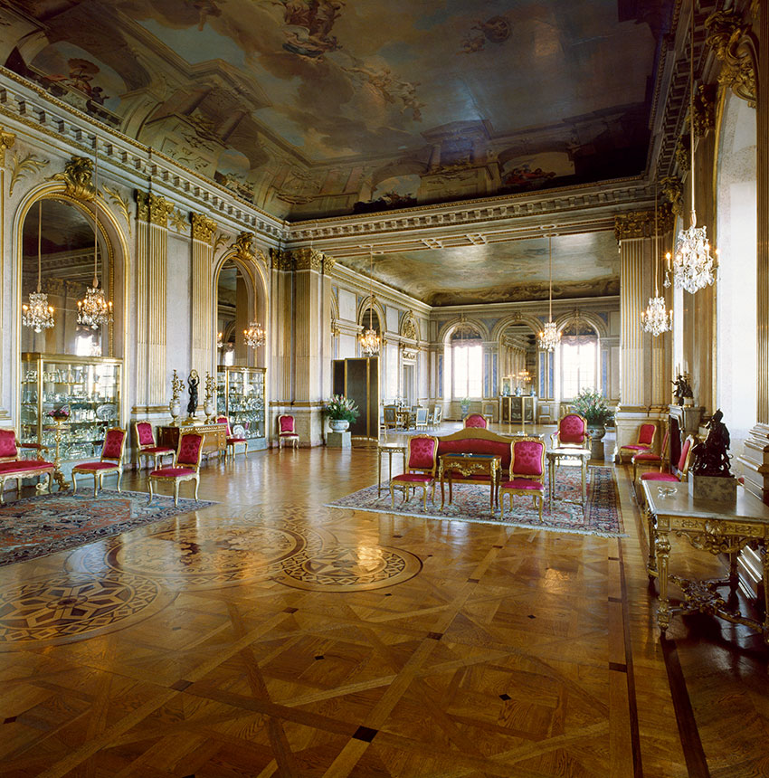 Royal Palaces fairy tales inside your home without having to leave your couch! 5
