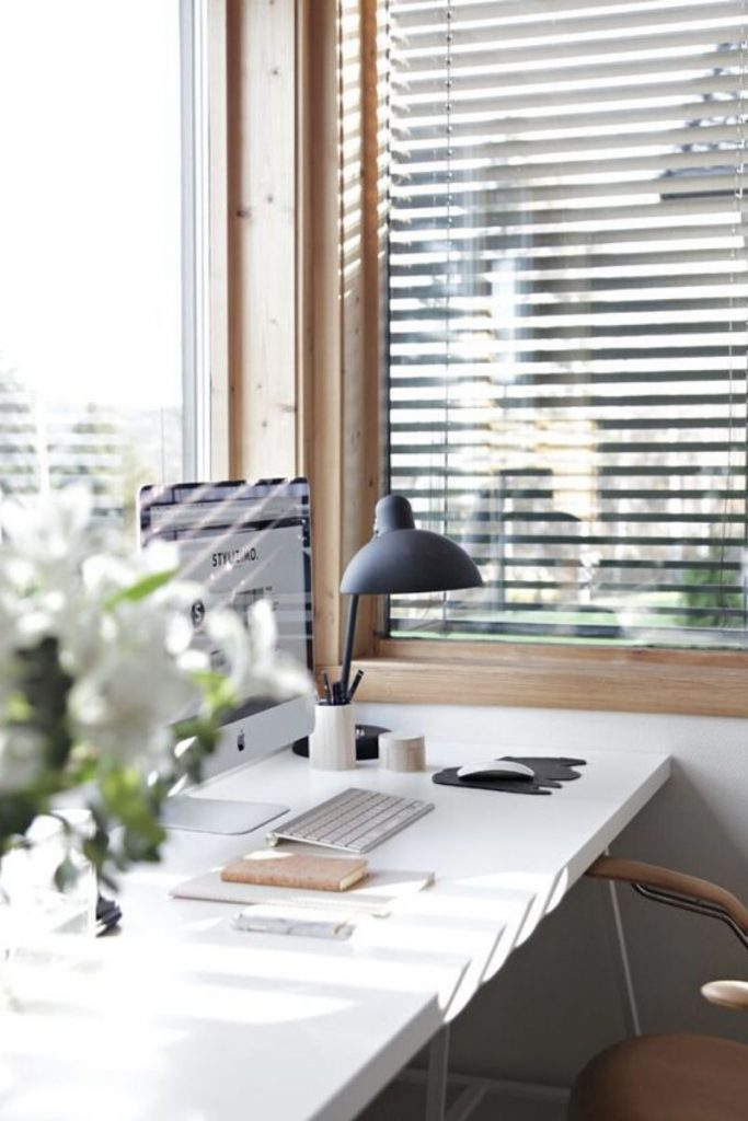 How to Create the Best At-Home Workspace to Increase your Productivity!
