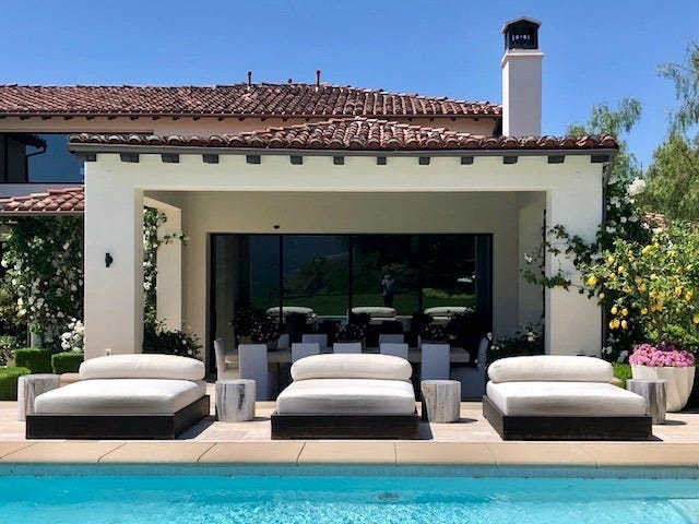 Open House Day 🏠 Khloé Kardashian Is Selling Her Calabasas Mansio For $19 Million - Let's Give You a Virtual Tour!