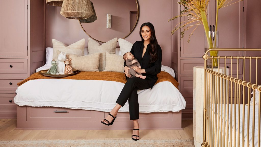 Get Inside: A Special Tour of tthis Pretty Little Liars' Rustic Home! Shay Mitchell Opens the Door To You!