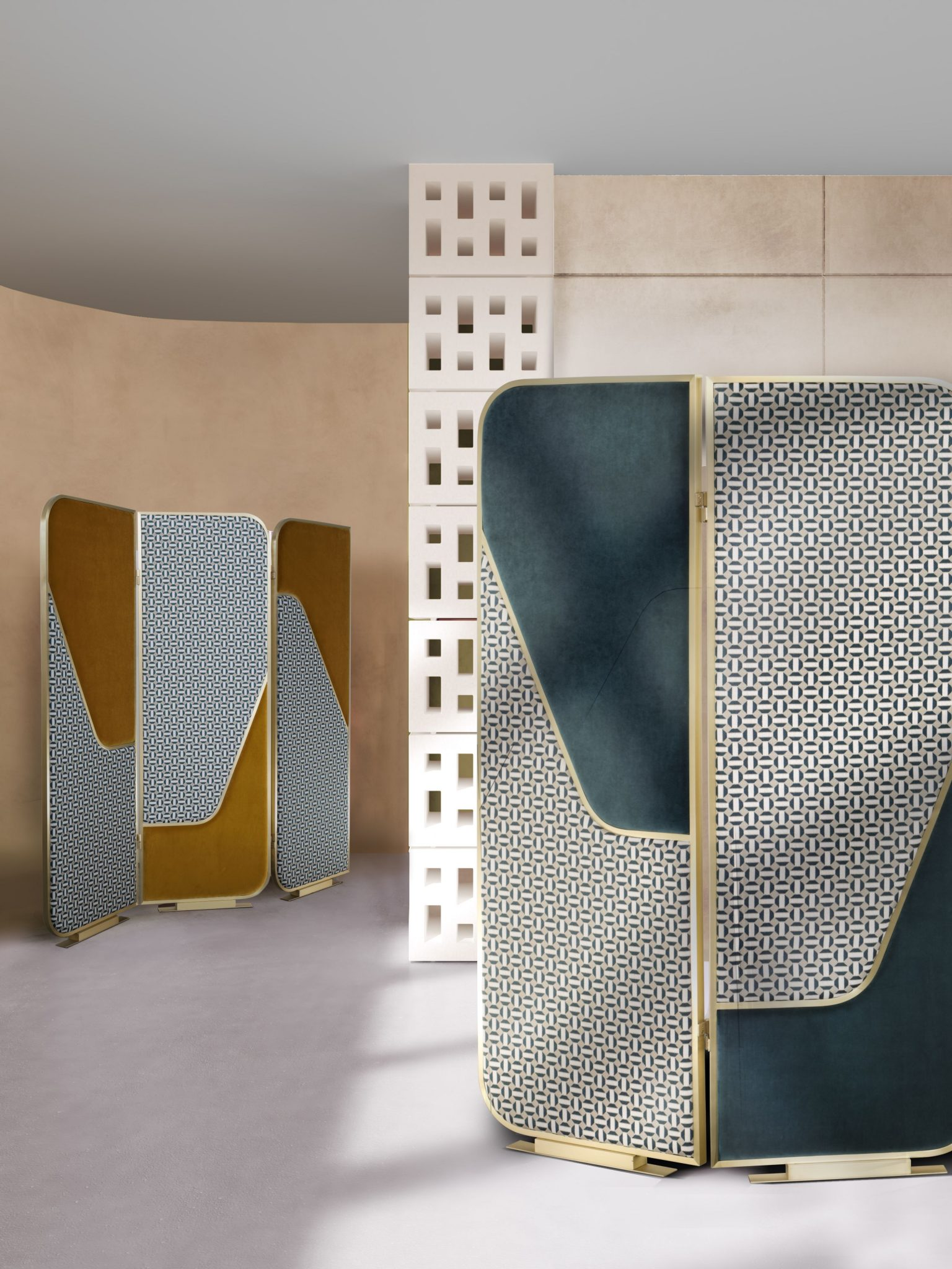 The Glamorous Folding Screen that will Stand Out In Your Bedroom