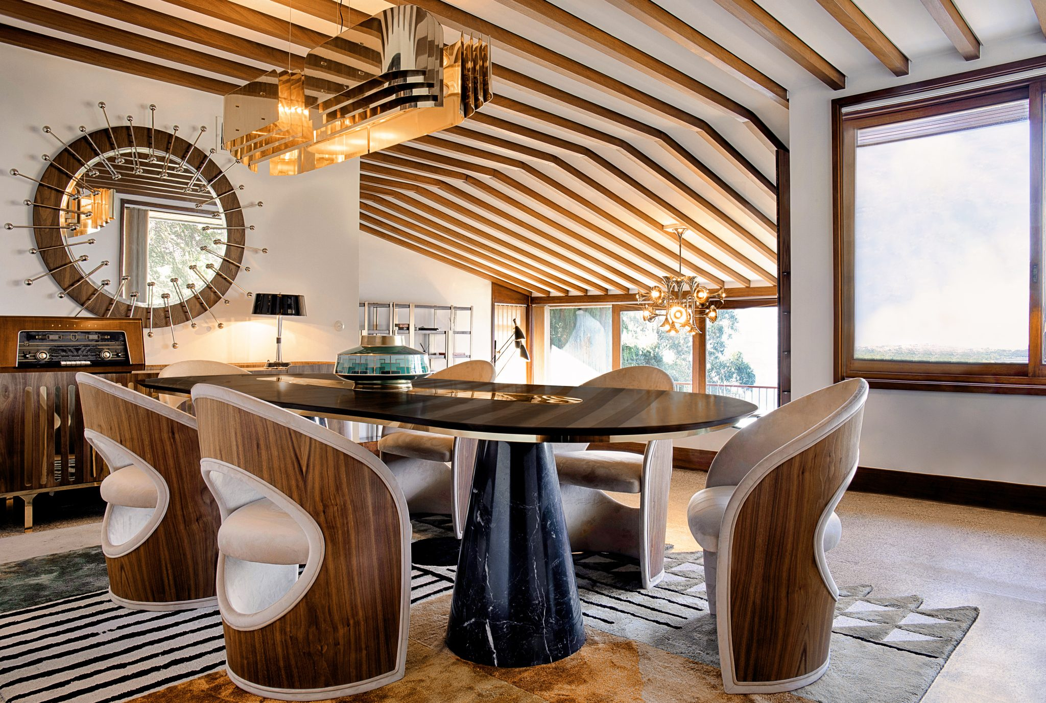 Exclusive Dining Room Decor Featuring The Mid-Century Modern Design